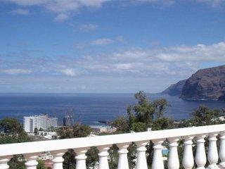 Amplia terraza con vistas espectaculares en acogedor apartamento