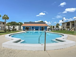 Fort Walton Beach Condo - Ocean View & Pool Access