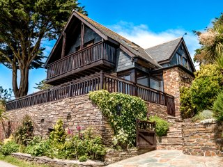 TREGLISSON〜Seaside Fairy Tale Chalet With Unbelievable Sea Views & Popular Beach