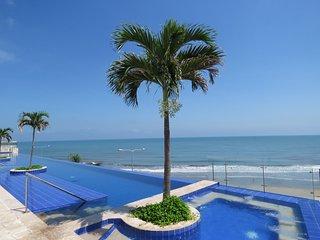 Beachfront Apartment, 5 min Walled City, 2 WiFi, pool, jacuzzi, sauna, gym