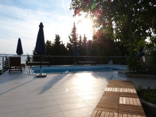 Josip . Stylish apartments in beachfront villa with pool