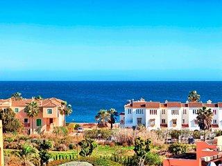 Beautiful new apartment ideal for golf breaks, Dona Julia next door. Beach close