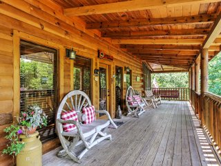 NEW! Mountain View 4BR Sevierville Cabin w/Hot Tub