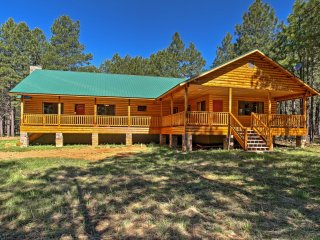 NEW! Peaceful 4BR Forest Lakes Cabin w/Great Deck!