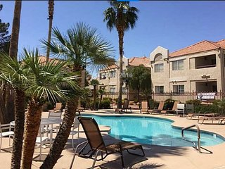 Adorable Summerlin Condo Close to Everything!