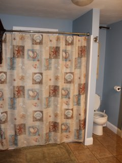 Main floor full bath with w/d