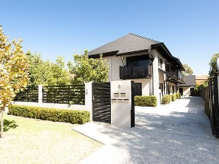 Two Townhouses Side by Side - Luxury, New, Stunning, Sleeps 10 On The Swan Rive