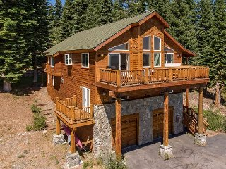 4BR at Tahoe Donner w/ Stunning Mountain Views & Pool, Near Skiing & Beach