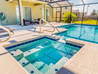 Comfortable, upscale home w/ private pool & spa - shared tennis, close to golf!