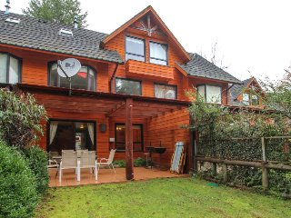 Dog-friendly house with patio & shared pool, close to the lake & national parks!