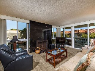 Solana Beach Vacation Rental in Ocean front complex