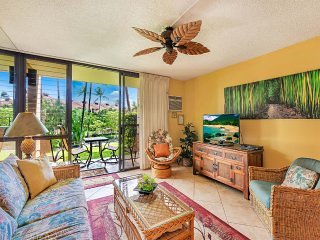 Tropical Vibe Suite w/Gourmet Kitchen, Lanai to Lawn, WiFi–Kamaole Sands 3103