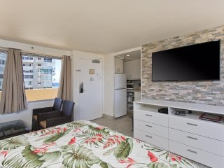Diamond Head Beach Hotel & Residences #1205 - Ocean Views and Remodeled