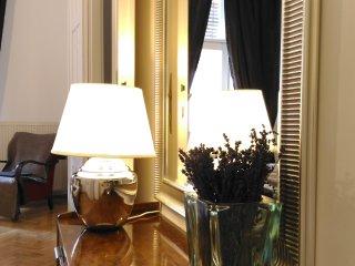 3 BEDROOM ,2 BATHROOM BALCONY APARTMENT NEXT OPERA HOUSE , AC, WIFI,FREE MINIBAR