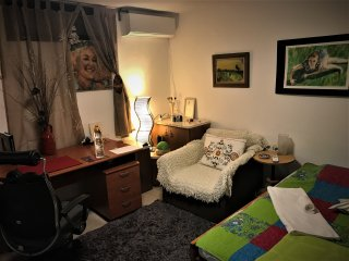 Cosy room Short/Long term near IDC and Bet Protea