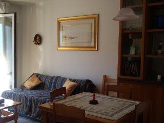 appartamento in piccolo condominio con comodo parcheggio di fronte, minimo 4 not