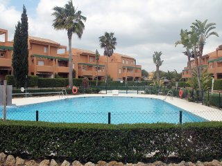 Apartamento 2 dormitorios con piscina en residencial Jardin del Golf 291