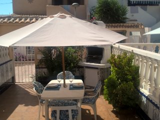 Confort near the sea: 100 m beach, BBQ, WiFi, TV Satellite