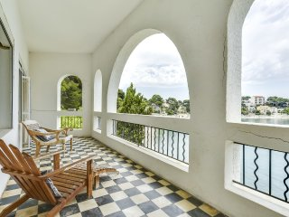 Villa neo-classique, acces direct a la plage