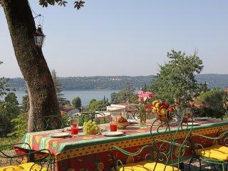 Splendida Villa d'epoca con vista lago e parco privato per 10 persone