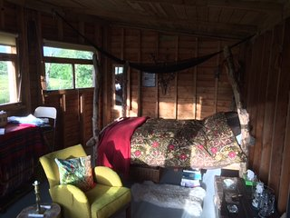 The Hideaway  - Off Grid Glamping cabin and nature hide