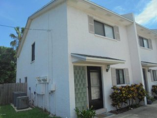 Short walk from beach and downtown Cocoa Beach!