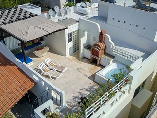 Penthouse on Mamitas Beach Road, with private rooftop terrace, jacuzzi, and bbq