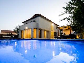 villa Eyal