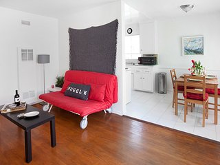 Cute 1BR between Abbot Kinney and Venice beach
