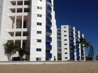 Beautiful 2 Bedroom Oceanfront Condo - Mazatlan Mexico, the Pearl of the Pacific
