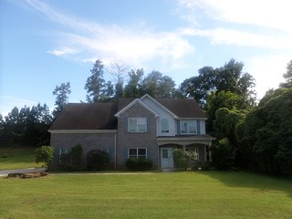 Cavernous 4 Bed/ 3 Bath European Style Home 15 min from ATL