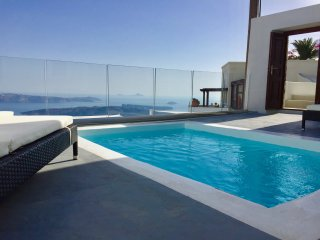 LOCATION LOCATION LOCATION-PRIVATE POOL with views to INFINITY- House/Villa