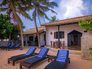 Little Parrot Beach Villa, Right On The Beach