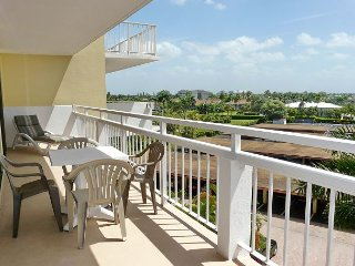 Inviting beachfront condo w/ spacious balcony & heated pool