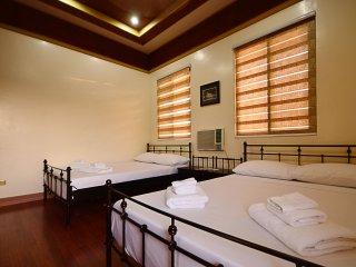 Quad Room, Den Den Guesthouse
