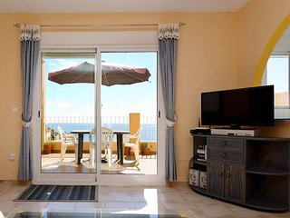 Seaview, Penthouse Apartment, Large private terrace!
