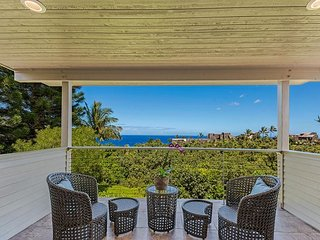Family house near Hanalei with ocean views and bikes!