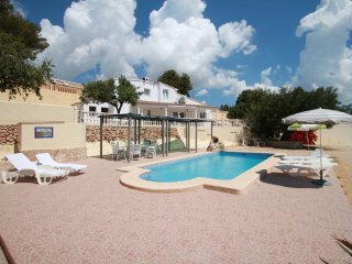 Estrelizia - pretty holiday property with garden and private pool in Calpe