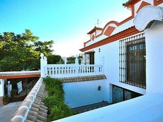 Villa Amparo, Priego de Cordoba, chalet, jardin, piscina, chimenea, calefaccion.