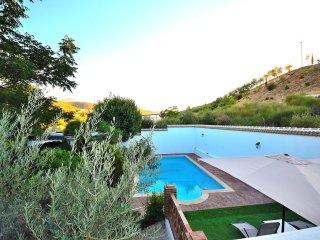 Villa Amparo, jardin, piscina, solarium, picnic, aire acondicionado,calefaccion.