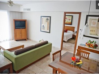 2 bedroom suite with kitchen - Mayan Palace, Mazatlan; 12/24 to 12/31 only