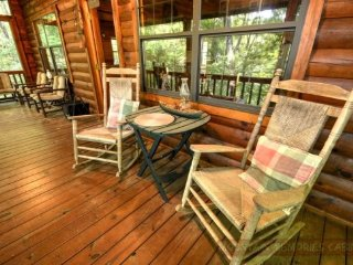 Laughing Hippo Classic mountain cabin sleeps 4 with large decks and hot tub!