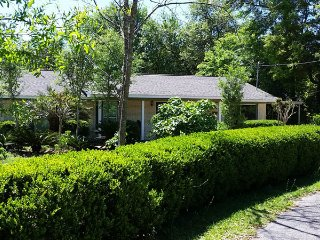 Harbor Garden House in old Ocean Springs - private and serene gardens and woods
