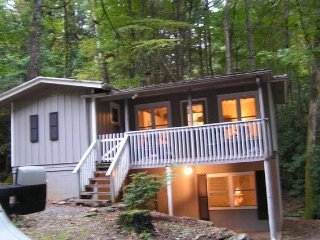 Tranquil, Cozy Cottage Nestled In The Smoky Mountains, 6  Miles From Ski Resort