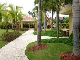 3-Level Ocean View / Beachfront Penthouse in Resort-type Complex