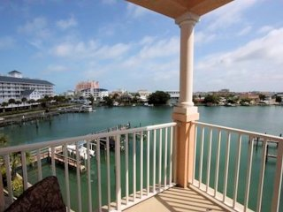 LUXURIOUS TROPICAL PENTHOUSE SUITE # 707 WATER / BEACH VIEWS,POOL,3 BEDS 2 BATH.