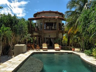 Beachfront Villa with Pool, Sunrise and Sunset Views! Free Golf Cart*