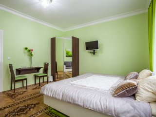 Penmoor Place - Super king room (green) with sofabed