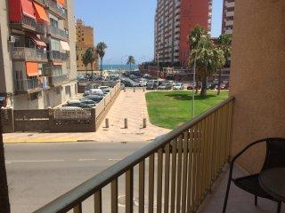 Apartamento con piscina a 100m de la playa