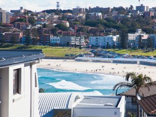 Seaview Stunning 2 bed Bondi Beach BB155